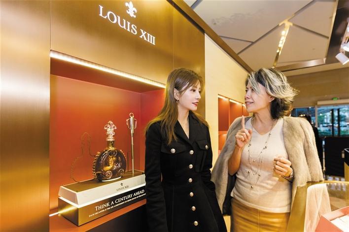 路易十三首家限时品牌店于深圳万象城揭幕
