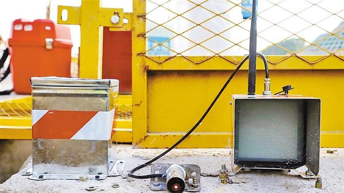 这个小盒子 可监测建筑物位移-记激光位移计在中大项目上应用(图1)