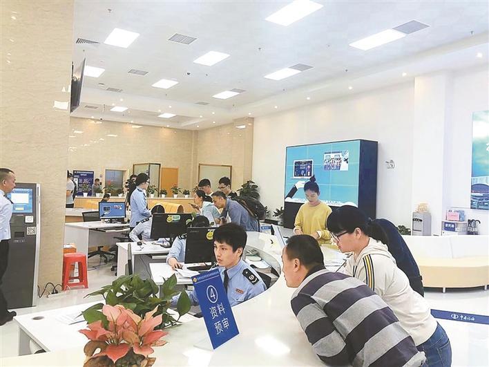 龙华区税务局开展税收政策宣传活