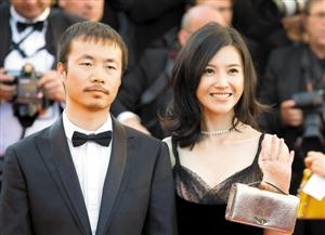 杨子母亲李睿(左)与电影戛纳姗亮相第70届中国电影节开幕式红毯.年轻的导演5在线播放演员迅雷下载图片